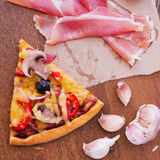 Pizza with tomato, salami and olives Royalty Free Stock Photos