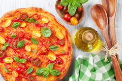 Pizza with tomatoes, mozzarella and basil Stock Photography