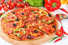 Pizza with tomatoes, peppers and olives Stock Photography