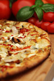 Pizza toscana del pesto imagen de archivo