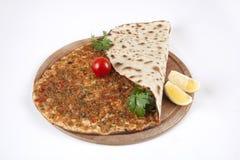 Pizza turque - Lahmacun Photographie stock libre de droits