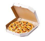 Pizza in una scatola di cartone Fotografie Stock Libere da Diritti