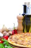 Pizza und Bestandteile Stockbild