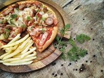 Pizza und frenfried Stockfoto