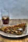 Pizza und Kolabaum Stockfoto