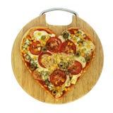 Pizza végétarienne de Valentine - pizza sous forme de coeur Photographie stock