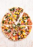 Pizza végétarienne végétale gratuite de gluten frais Photos libres de droits