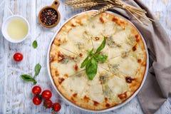 Pizza van vier types van kaas Stock Fotografie