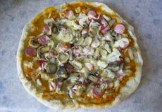 Pizza vanaf de bovenkant Royalty-vrije Stock Afbeeldingen