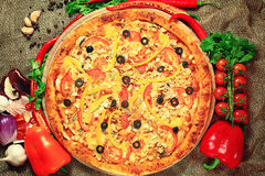 Pizza with vegetables and herbs Royalty Free Stock Photos