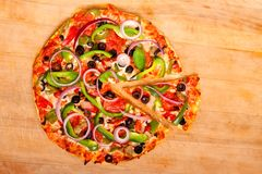 Pizza with vegetables and pepperoni Royalty Free Stock Photos