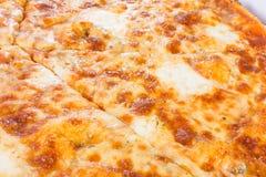 Pizza vegetariana deliciosa con Gouda y el azul Fotos de archivo libres de regalías