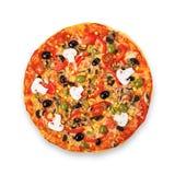 Pizza vegetariana deliciosa con los tomates, las setas y las aceitunas Imagen de archivo libre de regalías