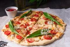 Pizza vegetariana dell'aglio selvaggio Fotografia Stock Libera da Diritti