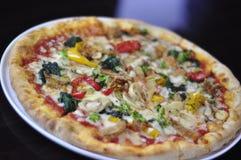 Pizza vegetariana rústica Foto de archivo libre de regalías