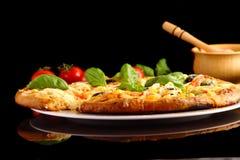 Pizza w czerni Zdjęcia Stock