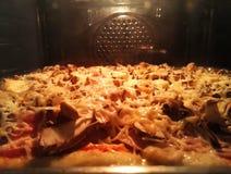 Pizza w Owen Zdjęcia Stock