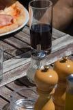pizza y ensalada del almuerzo de Italia Fotografía de archivo