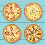 Pizza z błękitnym drewnianym tłem zdjęcia royalty free