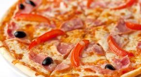 Pizza z baleronem i papryką zdjęcia stock