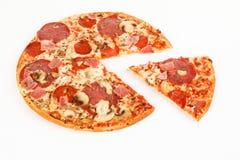 Pizza z baleronem i salami zdjęcie royalty free