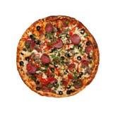 Pizza z baleronem, kiełbasą, mięsem, pieprzem i oliwkami jako karmowy backgro, Zdjęcia Royalty Free