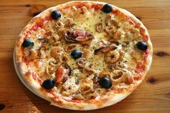 pizza z owocami morza zdjęcia royalty free