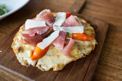 Pizza z Parma baleronem Obraz Stock