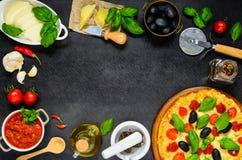 Pizza z serem w kopii przestrzeni ramie Zdjęcie Stock