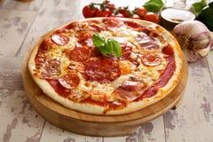 Pizza z składnikami Zdjęcie Stock