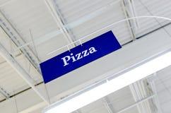 Pizza znak Widzieć Spod spodu Fotografia Stock