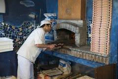 Pizzabaksel in originele oven royalty-vrije stock foto