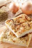 Pizzabrot mit Zwiebel lizenzfreies stockbild