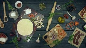 Pizzadeggrunden är på ekologisk svart bakgrund