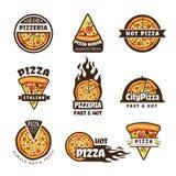 Pizzaetiketter Vektorn för ingredienser för mat för pajen för kokkonst för pizzerialogodesignen förser med märke den färgade ital stock illustrationer