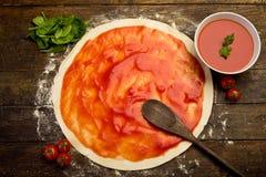 pizzaförberedelse Royaltyfria Bilder