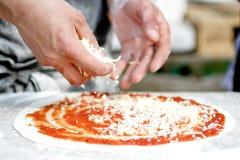 Pizzahersteller Lizenzfreie Stockfotografie