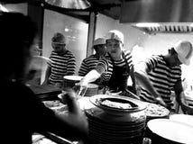Pizzaiolos en el trabajo Imagen de archivo libre de regalías