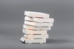 Pizzakästen auf einem grauen Hintergrund isolat Stockfotografie