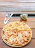 Pizzaköttvän och ost Royaltyfri Foto