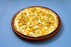 Pizzamozarella med ervilha, havre, lökcirklar & basilika 1 Fotografering för Bildbyråer