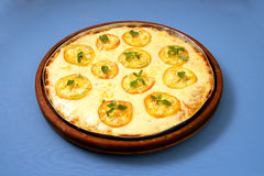 Pizzamozarella med tomat & basilika 1 Arkivbild