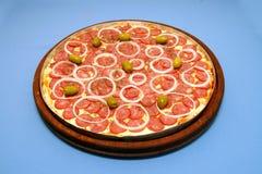 Pizzapeperoni och oliv 1 Fotografering för Bildbyråer