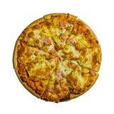 Pizzapepperonis, Heerlijke verse die pizza op witte achtergrond wordt geïsoleerd stock foto