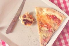 Pizzaresten in Kartondoos, Gestemd Beeld Stock Fotografie