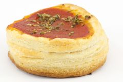 Pizzas de los pasteles de soplo con los tomates Foto de archivo