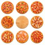 Pizzasatz mit hölzernem Schreibtisch copyspace lokalisiert Lizenzfreies Stockfoto