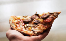 pizzaskiva Arkivbilder
