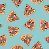 Pizzaskivor på en blå bakgrund seamless modell Royaltyfria Foton