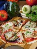Pizzasnitt in i segment Arkivfoto